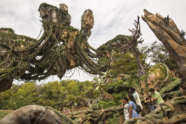 The Floating Mountains of Pandora (David Roark)