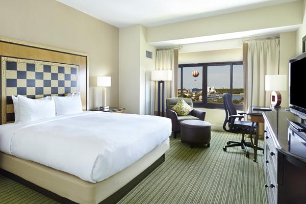 Hilton OLBV Standard King disney view 600x400