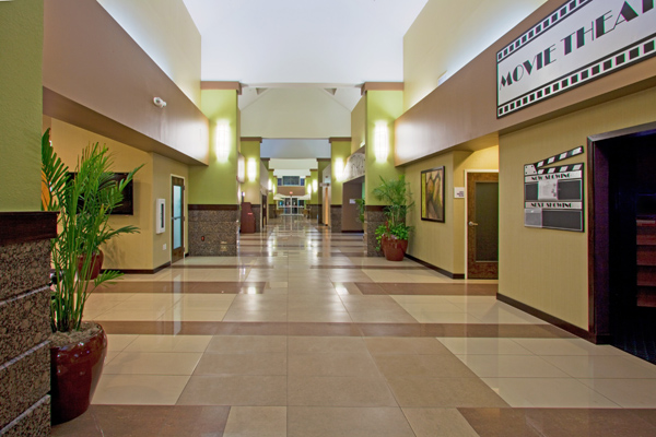 Holiday Inn Lobby Long 600x400