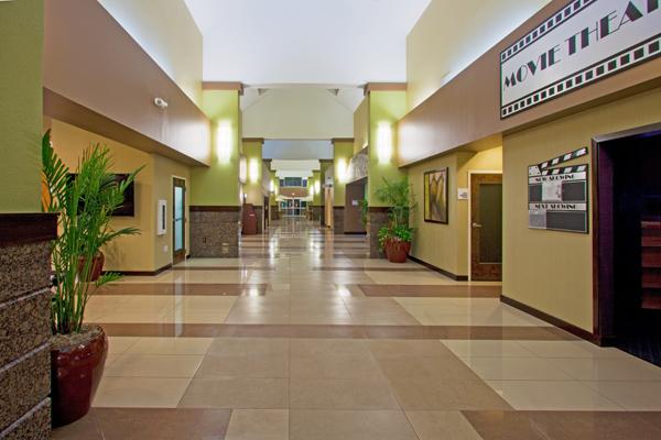 Holiday Inn Lobby Long 600x400