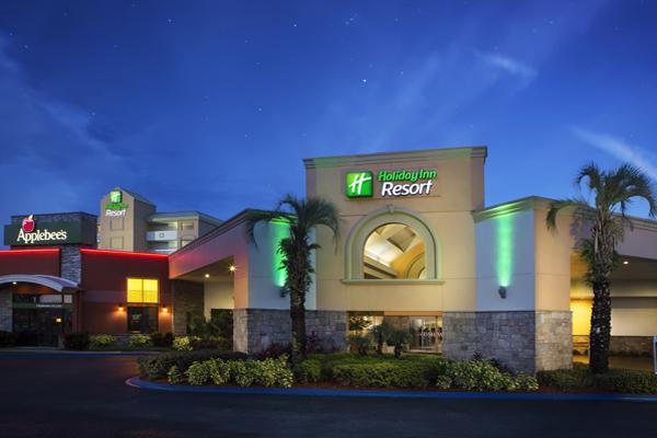 Holiday Inn Night Shot Exterior 600x400