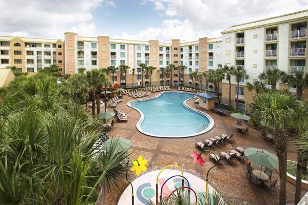 Holiday Inn Pool 600x400