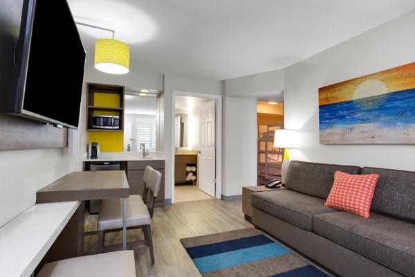 August Inn Resort Room Rates